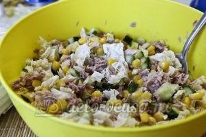 Салат с тунцом и пекинской капустой: Добавить кукурузу