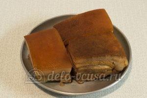 Сало в луковой шелухе: Вынуть сало из кастрюли