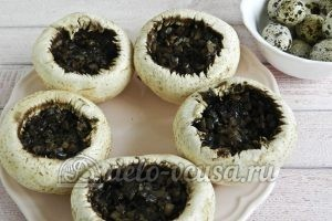 Фаршированные шампиньоны с перепелиными яйцами: Заполняем шляпки начинкой
