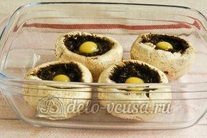 Фаршированные шампиньоны с перепелиными яйцами: Отправляем грибы в духовку