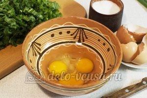 Щавелевый суп без мяса: Разбить яйца в миску