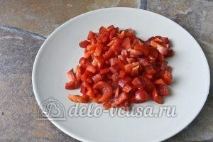 Суп харчо из говядины: Нарезаем болгарский перец кубиками