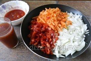 Суп харчо из говядины: Выкладываем на сковороду овощи