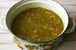 Куриный суп с перловкой: Добавляем в бульон овощи и мясо