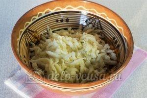 Закуска из кабачков с сыром и чесноком: Натереть сыр