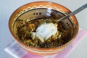 Закуска из кабачков с сыром и чесноком: Добавить сметану и соль