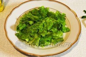 Салат с грейпфрутом: Промываем, обсушиваем и рвем листья салата