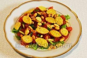 Салат с грейпфрутом: Добавляем жареный арахис и сухарики