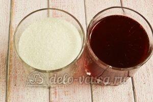 Желе из красной смородины: Соединить сок с сахаром