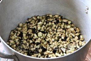 Бакат из баклажанов: Баклажаны порезать и посыпать солью