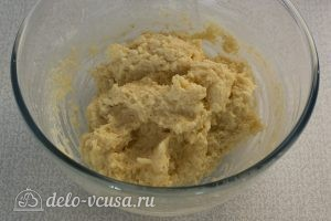Биточки с сыром: Тщательно вымешиваем тесто