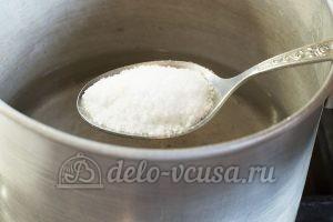 Маринованный перец в масле с чесноком: Добавить соль