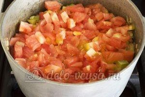 Овощное рагу с кабачками и картошкой: Очищенные помидоры и отправляем в казан