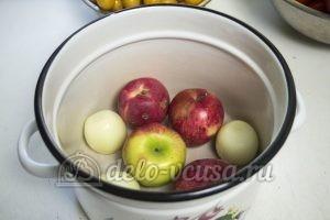 Кетчуп из помидоров и алычи: Подготовить продукты