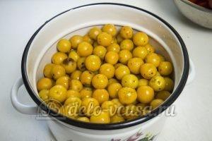 Кетчуп из помидоров и алычи: Добавить алычу