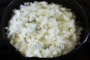 Котлеты из рисовой каши: Обжариваем лук