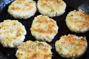 Котлеты из рисовой каши: Обжариваем котлеты