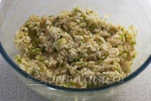 Котлеты из рисовой каши: Добавляем измельченную петрушку