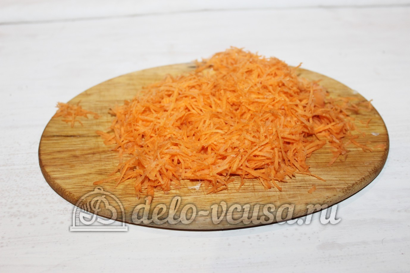 Тушеный кролик в духовке: Морковку натереть