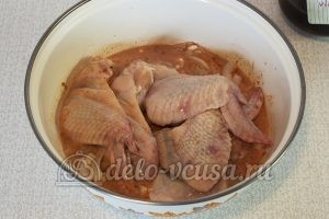 Крылышки в сметанно-томатном соусе: Добавить крылышки