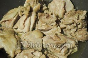 Курица по-средиземноморски: Обжариваем курицу до румяной корочки