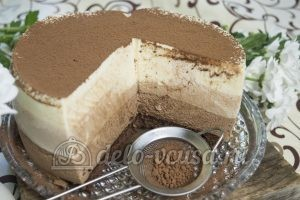 Торт Три шоколада: Торт посыпать порошком-какао
