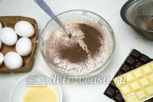 Торт Три шоколада: Добавляем сливочное масло с мукой и какао