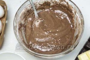 Торт Три шоколада: Получается тесто на бисквит
