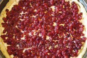 Открытый пирог со смородиной: Выкладываем смородину