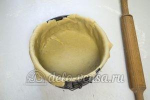 Пирог с творогом и маком: Укладываем тесто