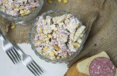 Студенческий салат с сухариками