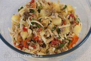 Салат из печени трески с сыром: Соединяем и перемешиваем все компоненты