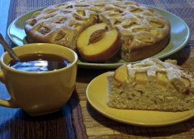 Сметанный пирог с персиками