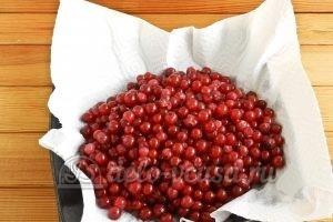 Варенье из красной смородины: Просушить ягоды