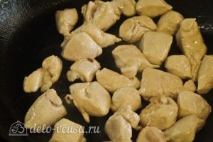Гречка с курицей в горшочке: Курицу обжарить