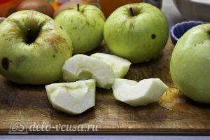 Яблочный пудинг с манкой: Подготовить яблоки