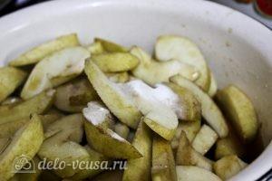 Яблочный пудинг с манкой: Варим яблоки с содой и чаем