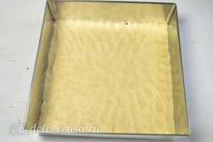 Краковский сырник: Тесто переносим в форму