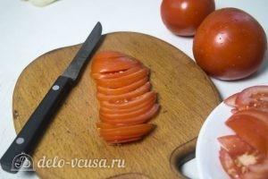 Лаваш с курицей и грибами: Порезать помидоры