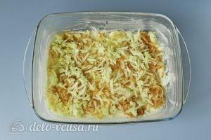 Насыпной пирог с яблоками и творогом: Насыпаем слой яблок