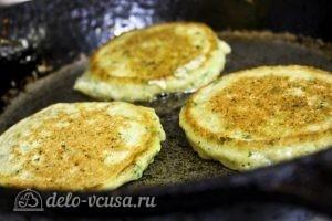 Оладьи из кабачков и картофеля: Жарим оладьи до румяной корочки
