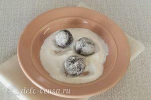 Шоколадное мраморное печенье: Шарики обвалять