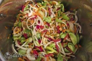 Салат из зеленых помидоров на зиму: Салат хорошо перемешать