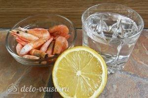 Салат с креветками, кукурузой и яйцом: Отварить креветки