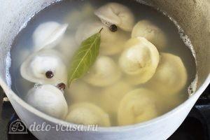 Суп из пельменей с картошкой: Добавить специи