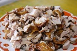 Суп-пюре с тыквой: Нарезаем куриное мясо