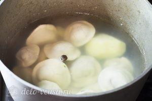 Суп с пельменями и яйцом: Добавить пельмени