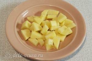Суп с пельменями и яйцом: Обжарить картошку