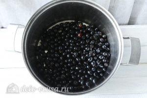Желе из черной смородины: Ягоды перебрать