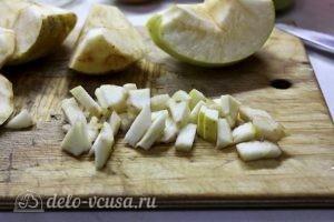 Блинчики с яблоками: Яблоки порезать